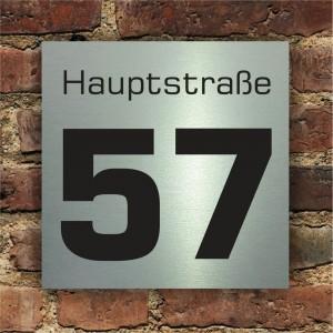Hausnummer mit Strassennamen auf Edelstahlschild