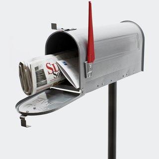 amerikanischer Briefkasten mit Fähnchen
